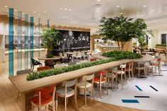 Moving slightly away from your typical brightly coloured soft seating for cafeteria areas of large offices, let's look at some creative office cafe ideas that are a little different. Bar Interior, Office Interior Design, Office Interiors, Interior Ideas, Office Designs, Cafeteria Design, Japan Design, Design Thinking, Food Court Design
