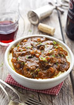 Mushroom Bourguignon ~ this vegetarian stew is so comforting, smooth, and velvety it will satisfy even the most ardent red meat-eater. Vegetarian Stew, Clean Eating Vegetarian, Vegetarian Dinners, Vegetarian Recipes, Healthy Eating, Veggie Dinners, Paleo Food, Healthy Foods, Sin Gluten