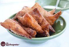 Seguro que las has probado alguna vez, y son muy fáciles de preparar en casa. Samosas de carne http://www.recetasderechupete.com/samosas-de-carne/14711/ #Samosas