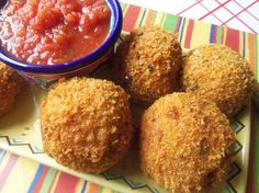 Mexican Rice Balls like Italian Arancini with a spicy taste - Hispanic Kitchen Best Mexican Recipes, Mexican Food Recipes, Whole Food Recipes, Rice Recipes, Hispanic Dishes, Hispanic Kitchen, Cheesy Mexican Rice, Cuban Dishes, Rice Balls