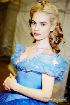 A gallery of Cinderella publicity stills and other photos. Featuring Lily James, Richard Madden, Cate Blanchett, Sophie McShera and others. Cinderella Live Action, Cinderella Cosplay, Cinderella Movie, Cinderella 2015, Cinderella Dresses, Have Courage And Be Kind, Lily James, Movie Costumes, Princesas Disney
