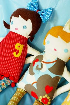 Free sew yourself doll pattern. I want to make one with a zipper for Séamus <3