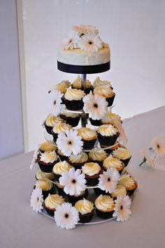 Flowers, cake and cupcakes