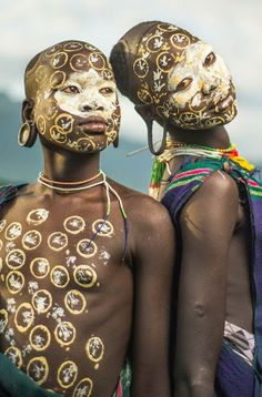 Africa Suri girls in a village near Kibish, Ethiopia ©Sergio Carbajo