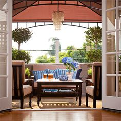 neutral furnishings + colorful outdoor pillows pack a lot of style into this small balcony space