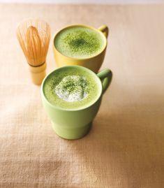 Best Japanese Green Tea Latte recipe from Japan. Easy matcha tea latte using green tea powder. Make healthy matcha green tea latte. Loose Green Tea, Coin Café, Matcha Smoothie, Smoothies, Green Tea Recipes, Green Tea Latte, Green Tea Benefits, Sweet Coffee, Matcha Green Tea Powder