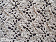 Lace Knitting Stitch | Traveling Vine pattern | knittingstitchpatterns.com