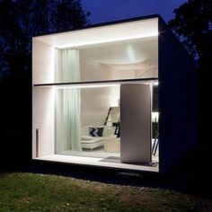 Prefab Tiny House Assembles in One Day