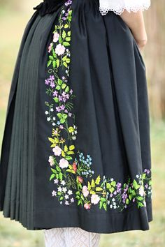 Zubří - fěrtoch with floral embroidery