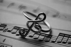 Music Note Ring photography black and white music note ring blackandwhite Music Rings, Music Jewelry, Treble Clef, Ring Verlobung, Hand Ring, Music Is Life, Music Class, Live Music, Music Teachers