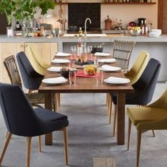 1000 images about chaises on pinterest eames chairs for Table et chaises salle a manger