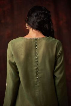 Pakistani Fashion Casual, Pakistani Dresses Casual, Pakistani Dress Design, Indian Dresses, Designer Party Wear Dresses, Kurti Designs Party Wear, Indian Designer Outfits, Stylish Kurtis Design, Stylish Dress Designs