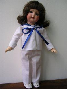 Bleuette, qui porte un costume marin de la semaine de Suzette du 19 novembre 1925: 1) http://helene568.skyrock.com/3216044895-Bleuette.html 2) http://auto.img.v4.skyrock.net/5946/59575946/pics/3216044895_2_2_VuUItbI7.jpg