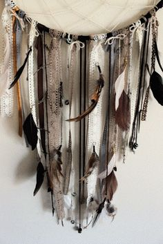 Pretty Dreamcatcher for your Apartment or Dorm room! Feathers, suede, ribbons. Decoration idea, design, wall decor, crafting, diy, indian american, large dreamcatcher    Rookie Crafter