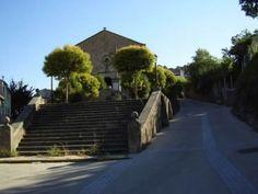 """La Iglesia de Santa Catalina. Actualmente es Auditorio Municipal y alberga la exposición permanente de fotografía antigua """"Miradas de Baños""""."""