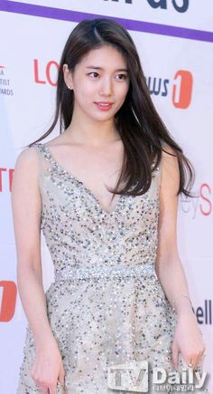 Suzy  at the Asia Artist Awards yesterday  #suzy