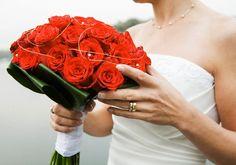 Como Hacer un Ramo de Novia con Rosas Rojas