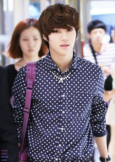 Lee Taemin of SHINee ♡ I like men's fashion with bold shirts. The cool colors can work with most patterns. I would like to design stylish guy shirts that are fun and bold. Korean K Pop, Korean Men, Korean Actors, Korean Idols, Asian Actors, Onew Jonghyun, Lee Taemin, Minho, Asian Boys
