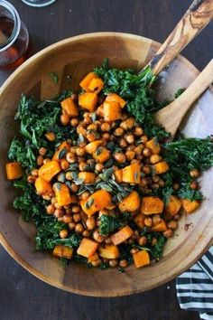 Spicy Kale and Chipotle Chickpea and Roasted Butternut Squash Salad is part of Vegan recipes - Chipotle roasted chickpeas and butternut squash salad over a bed of massaged kale and topped with a handful of pumpkin seeds Enjoy warm or cold Squash Salad, Kale Salad, Superfood Salad, Lentil Salad, Tuna Salad, Chicken Salad, Fruit Salad, Clean Eating, Healthy Eating