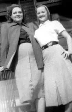 RARE: Gladys Presley here pregnant with Elvis an his twin brother who sadly didnt make