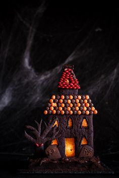 Death by Chocolate Haunted Halloween House - The Kate Tin - Fashionhome Halloween Gingerbread House, Scary Halloween Decorations, Halloween Haunted Houses, Halloween Desserts, Halloween House, Spooky Halloween, Holidays Halloween, Halloween Foods, Gingerbread Houses