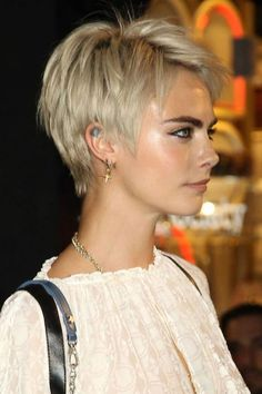 Checkout / visit our website for Cara Delevingne snaps shots pictures and videos. Checkout / visit our website for Cara Delevingne snaps shots pictures and videos. Haircut For Older Women, Short Hair Cuts For Women, Short Hairstyles For Women, Straight Hairstyles, Short Pixie Haircuts, Pixie Hairstyles, Blonde Hairstyles, Pixie Haircut For Round Faces, Blonde Pixie Haircut