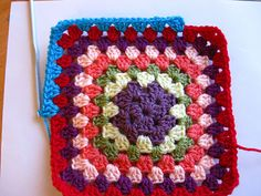 Granny square instructions. This method prevents the square from becoming twisted.