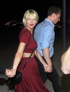 Taylor Swift and Tom Hiddleston,Nashville,TN. Taylor Swift Y Tom, Taylor Swift Country, Taylor Swift Party, Estilo Taylor Swift, Taylor Swift Style, Tom Hiddleston, Miss Americana, Ethel Kennedy, Taylor Swift Wallpaper