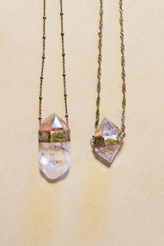 Raw quartz necklaces from evidence jewelry. Diy Jewelry, Jewelry Box, Jewelery, Jewelry Accessories, Fashion Accessories, Fashion Jewelry, Jewelry Necklaces, Women Accessories, Bridal Jewelry