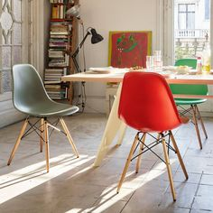 Chaise Eames Dsw, Vitra Chair, Chaise Bar, Cool Chairs, Side Chairs, Furniture Inspiration, Interior Inspiration, Design Inspiration, Table Basse Noguchi