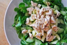 Ensalada -Pepino -Manzana verde -Vinagre de manzana -Pechuga de pollo a la plancha -Canónigos