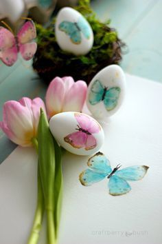 Painted Easter Eggs Tutorial | Cute and Beautifully Painted Butterfly Easter Eggs - Perfect For Spring Craft Projects By DIY Ready. http://diyready.com/32-creative-easter-egg-decorating-ideas-anyone-can-make/