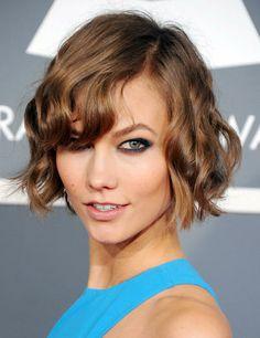#Cosmo10tagli 10 tagli di capelli da provare almeno una volta nella vita: il caschetto mosso di KARLIE KLOSS! È un taglio così famoso che ha anche un nome: The Karlie.  Volete copiarlo? Cliccate il link per leggere i consigli di Cosmo e scoprite se questo è l'hairstyle giusto per voi: http://www.cosmopolitan.it/beauty/10-tagli-di-capelli-da-provare-almeno-una-volta-nella-vita?utm_source=pinterest&utm_medium=social_media%20&utm_content=broadcast_content&utm_campaign=challenge_ita#05
