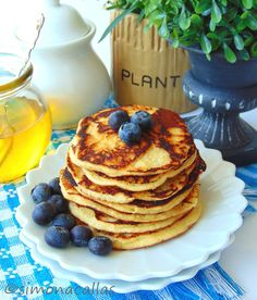 Without sugar or grains, these pancakes are not only low-carb and low-calorie but also heavenly flavored. Coconut Tart, Coconut Pancakes, Low Carb Keto, Keto Recipes, Clean Eating, Deserts, Sweets, Meals, Breakfast