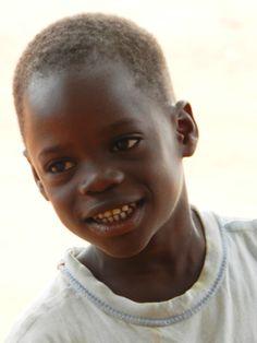Agossou . orfano di madre e padre , ospite della nostra casa famiglia a Togoville . ( Togo ).E' il bambino più piccolo della comunità.