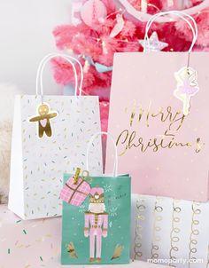 Christmas Mix, Christmas Napkins, Christmas Gift Bags, Nutcracker Christmas, Christmas Gift Wrapping, Christmas Items, Holiday Gifts, Christmas Treats, Christmas Present Bags