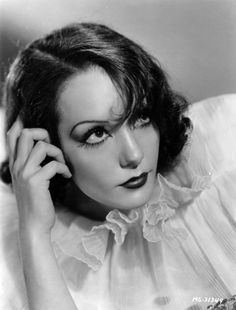 Lupe Velez died after a Suicide in 1944 at age 36 Hollywood Photo, Old Hollywood Glamour, Golden Age Of Hollywood, Vintage Glamour, Vintage Hollywood, Hollywood Stars, Vintage Beauty, Classic Hollywood, Hollywood Icons
