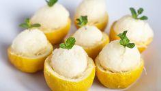 Zitroneneis in Zitronen: Rezept aus Enie backt Helado Natural, Pie Eating Contest, Sweet & Easy, Lemon Sorbet, Sweet Cooking, Cold Meals, Dairy Free Recipes, Delish, Food Porn