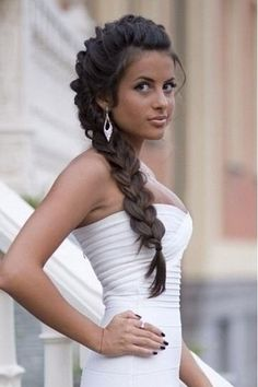20 Long Curls Hairstyles for Weddings You Can Do At Home - MagMent