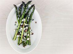 Grillatut AURA parsat Halloumi, Tzatziki, Falafel, Celery, Asparagus, Bbq, Recipies, Good Food, Favorite Recipes