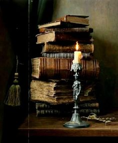 Paradis Sombre, Slytherin Aesthetic, Witch House, Witch Cottage, Brown Aesthetic, Light In The Dark, Aesthetic Wallpapers, Interior Decorating, Decorating Ideas