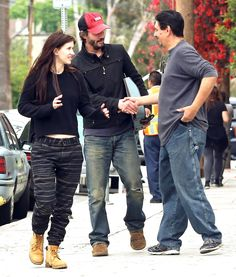 Keanu out with Isabelle May 09, 2016: Keanu Reeves takes goddaughter Isabelle to breakfast at Mel's Diner in Los Angeles, CA. They are spotted filling up his Porsche and later stopping by a typewriter repair shop more at the gallery