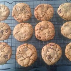 Date and Dark Chocolate Cookies Dark Chocolate Cookies, Dark Chocolate Chips, Fun Cookies, Chip Cookies, Lemon Frosting Recipes, Golden Syrup, Almond Recipes, Tray Bakes, Food Videos