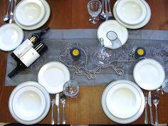 Klasická krása, ktorá zaujme na prvý pohľad: Porcelán od českého výrobcu THUN nakúpite v našej predajni. #porcelan #thun #vianoce #dizajn #design #inmedio #in_medio #vianoce #vianoce2017 #dar #darcek #gift #daruj #krasne #nadherne Bratislava, Table Settings, Place Settings, Tablescapes
