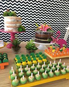23 Clever DIY Christmas Decoration Ideas By Crafty Panda Aloha Party, Tiki Party, Luau Party, Hawaiian Birthday, Moana Birthday, Luau Birthday, Flamingo Party, Flamingo Birthday, Decoration