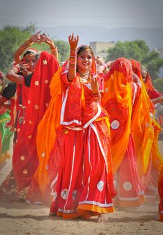 bollywood art culture travel Vibrant, twinkle-toed girls brought up on colors and memories instead of money. Varanasi, Costume Tribal, Mother India, Amazing India, Bollywood, India Colors, India People, Folk Dance, Rishikesh