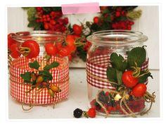 Herbstliebe: Dekoration mit den Schätzen der Natur: Teelichter aus altem Weckglas und ein schöner Türkranz
