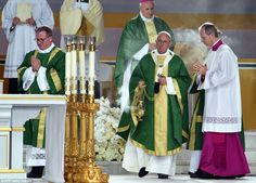 Pope Francis leads an open-air mass at the Benjamin Franklin Parkway in Philadelphia