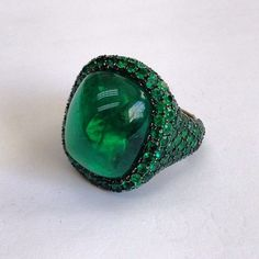 16 Carat Sugarloaf Colombian Emarald in Monochrome Ring. Jewelry Stores Near Me, Best Jewelry Stores, Emerald Jewelry, Diamond Jewelry, Emerald Rings, Gold Jewelry, Emerald Gemstone, Swarovski Jewelry, Luxury Jewelry