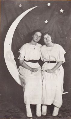 Vintage Paper Moon Photography